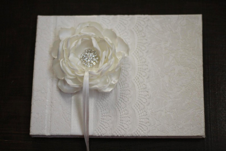 White Lace Wedding Guest Book with Handmade Satin Flower and Brooch \\ Signin Journal \\ Wedding Albums for Wishes \\ Wishes book \\ Blank Paper