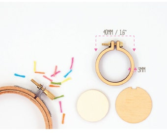 "Dandelyne: 1.6"" (4 cm) Wooden Embroidery Hoop Kit"