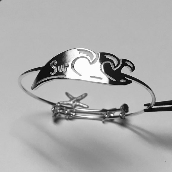 SUP and Waves expandable bracelet, made of Sterling Silver with Shark tooth, sea star and turtle charms. Stretchable bracelet.