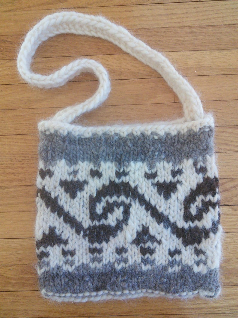 Pacific Northwestern style traditional knitting apres ski tote bag boho tote bag Cowichan style knitted tote bag  Canadian West Coat
