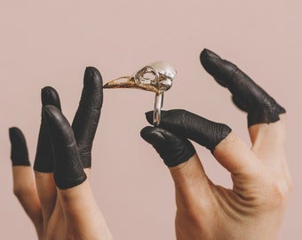 Large bird skull ring with 24ct beak