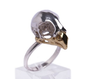 Bird of prey ring with a 24ct gold beak