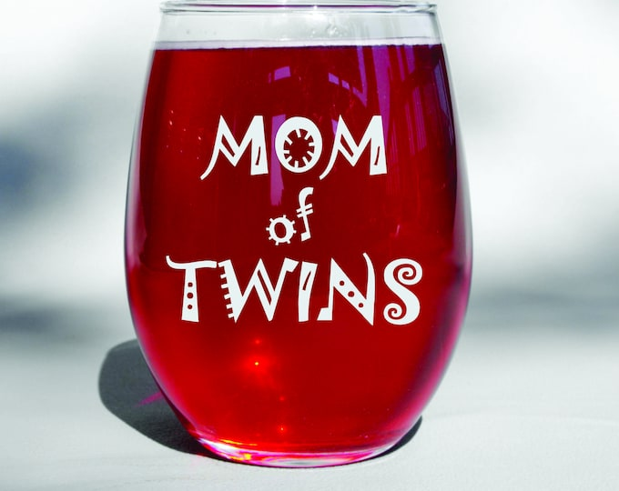Mom of Twins Wine Glass, Twin Mom, Twin Mother Gifts, Baby Shower Twins, New Twins, Expecting Twins, Twin Pregnancy Reveal, Mothers Day
