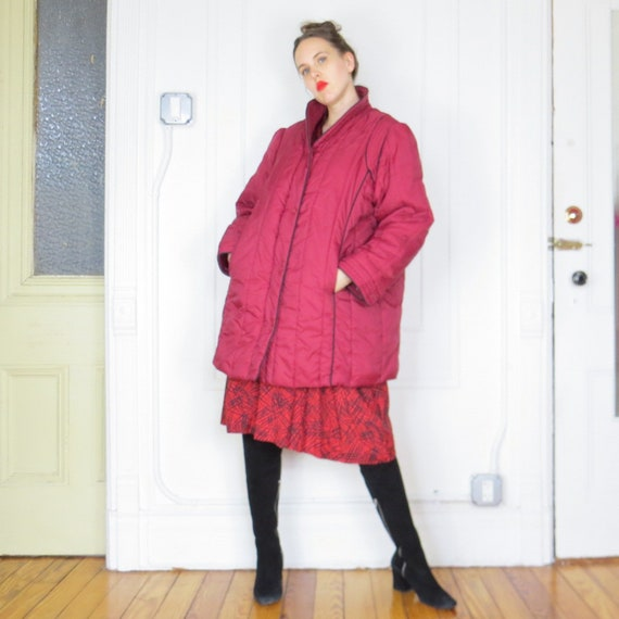 1980s Vintage Burgundy Puffer Coat with Black Pipi