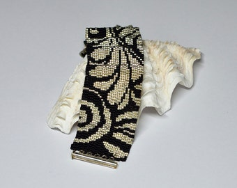 Peyote Bracelet black silver, Beadwoven Bracelet, Beaded Cuff