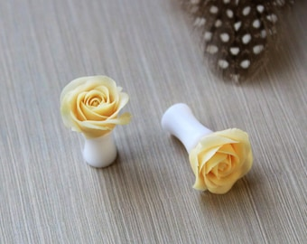 Rose flower ear plugs Peach rose ear gauges Delicate ear plugs 2g plugs 0g plugs 00g plugs wedding ear plug Bridal ear gauges and plugs