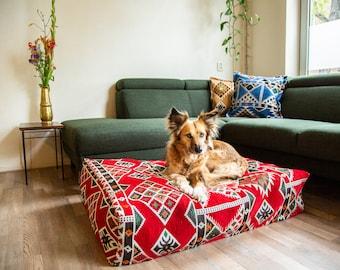 Kilim dogbed | bohemian interior | hygge pillow | luxury petbed | design pet furniture | floor cushion | ethnic print | ottoman