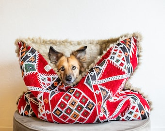 Red kilim - velvet / faux fur snuggle sack | cuddle cave | travel bed | anti-anxiety dog bed | anxiety relief | nest bed