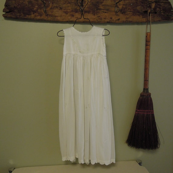 Vintage Gorgeous Christening Gown / White Embroide