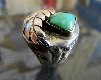 Vintage Heavy Sterling Silver Turquoise Ring with Feather Details Size W (11.5)