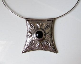 "Vintage Large Tribal Bedouin Tuareg Silver Onyx Amulet Pendant Silver neck wire 16-18"" length"