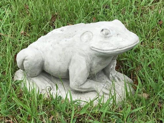 Attirant Jeremiah The Bullfrog Concrete Frog Statue Garden Frog | Etsy