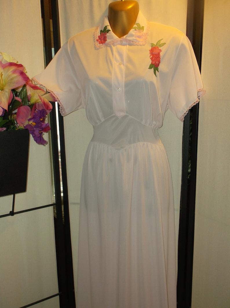 a3931df9ac9 Vintage 1940s 1950s peignoir nightgown house dress