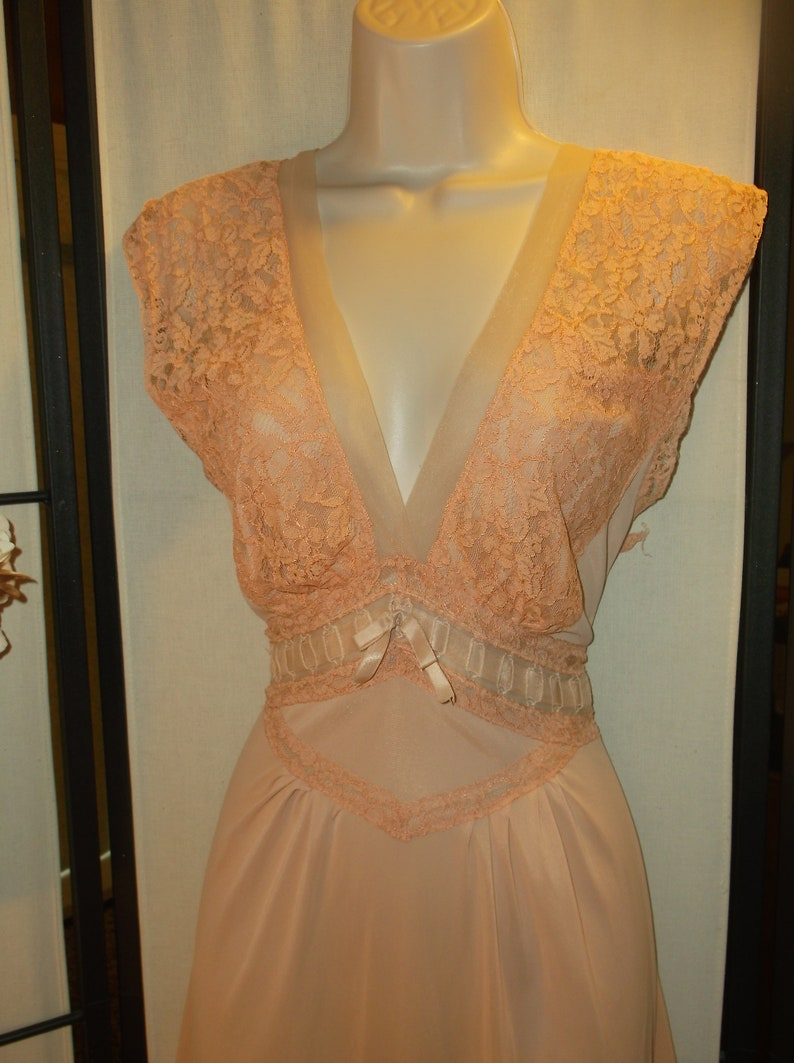 peachy pink wide waist lace trim 34Small by Lady Edso World War II era Vintage 1940s antique nightgown old Hollywood bridal peignoir