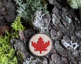 Maple Leaf Cross Stitch Keyring Kit with Bamboo Wood *Embroidery DIY Kit