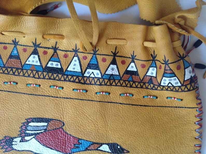 Bag aˋ patterned outards and teepees image 0