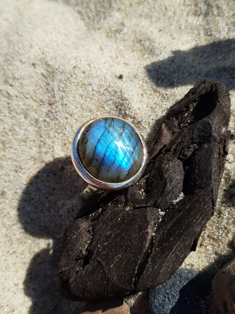 Amazing ring with blue labradorite elegant and exclusive image 0