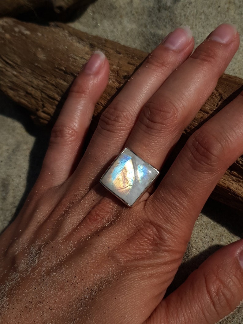 Amazing ring with beautiful moonstone elegant and exclusive image 0