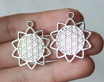 Set of 2, Flower of life Pendants, Bright Silver, Yoga Pendant, Sacred Geometry, Sacred Charm, Boho Charm, Nature Pendant