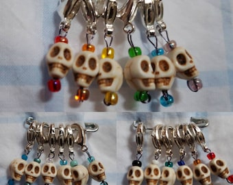 5d2f25a06082 Beaded skull stitch markers with clasps - Rainbow