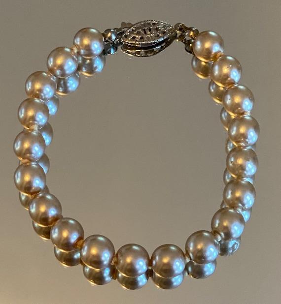 Pearl Bracelet Vintage Faux - image 1