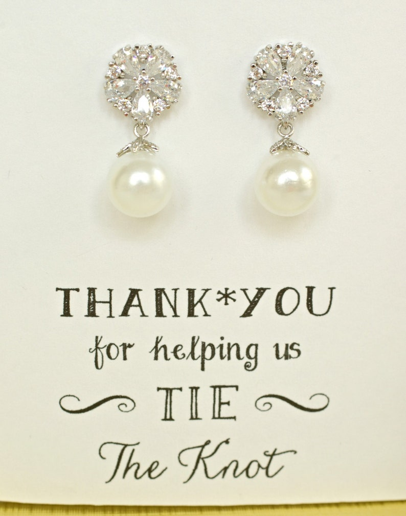 ES8 Bridesmaid gift Crystal Pearl Earrings for Bridesamaids Set of 8 Pearl Bridal Earrings Pearl Bridesamaid Jewelry