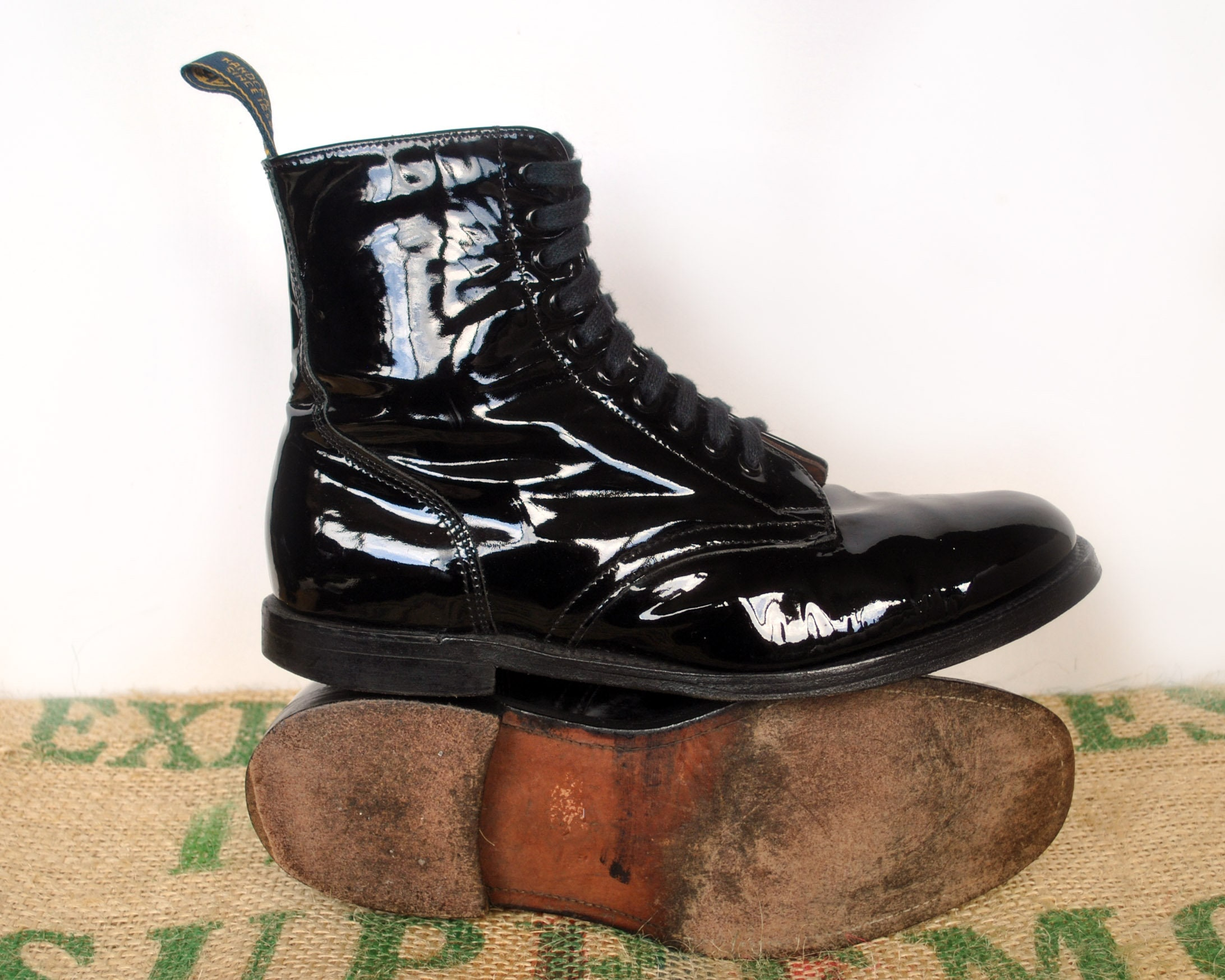 7d545e8b70fae Black Patent Leather Baxter Ankle Boots - Vintage Made in Australia – Gloss  Military style – lace up - Size Au 9 usM 10.5 usL 11.5 EU 44