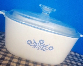 1970's Cornflower Blue 2.5 Quart Corningware Baking/Serving Dish with Lid, Cabin decor, Farmhouse, shabby chic, 70's kitchen