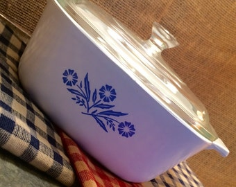 1970's Cornflower Blue 1.75 Quart Corningware Baking/Serving Dish with Lid, Cabin decor, Farmhouse, shabby chic, 70's kitchen