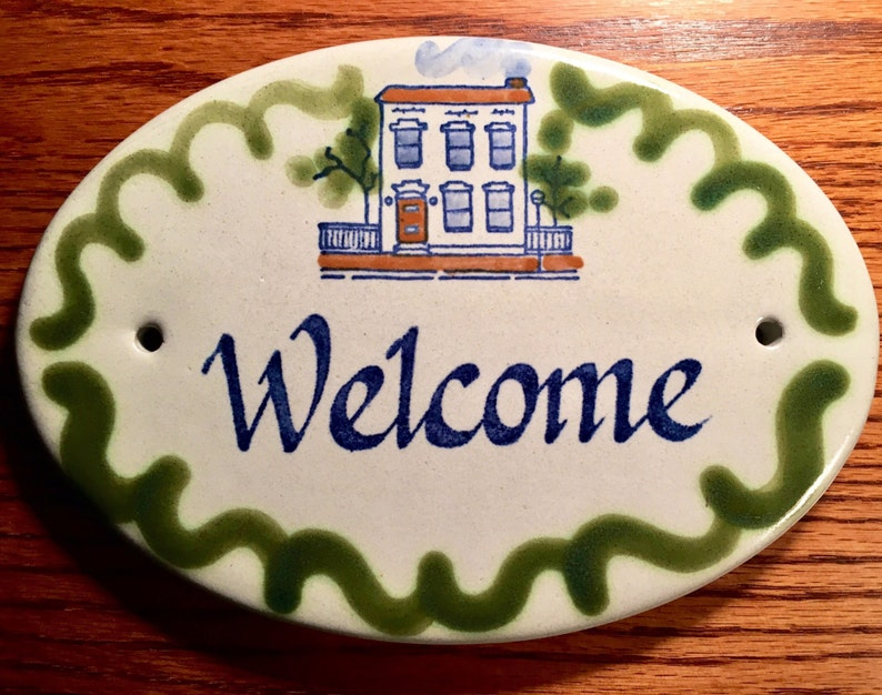 bed and breakfast Farmhouse Cabin 1980/'s Vintage Louisville Stoneware WELCOME door plaque Cottage Decor Country
