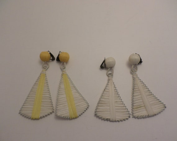 2 pair Mid-Century Modern funky fan earrings clip pale yellow white all white