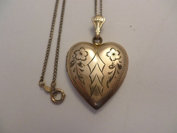 Lovely 1930's vintage heart photo locket engraved flowers WH 20/12 k gf