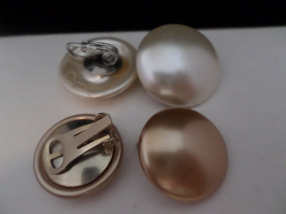 2 sets of vintage pearl tone clip earrings classic 50s 60s