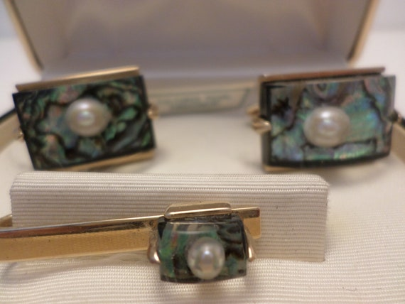 New old stock SWANK MCM cuff link gold tone cultured pearl, mother of pearl tie bar set