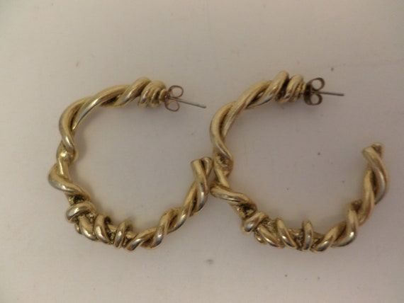 unique funky vintage 80's knotted gold tone hoop earrings