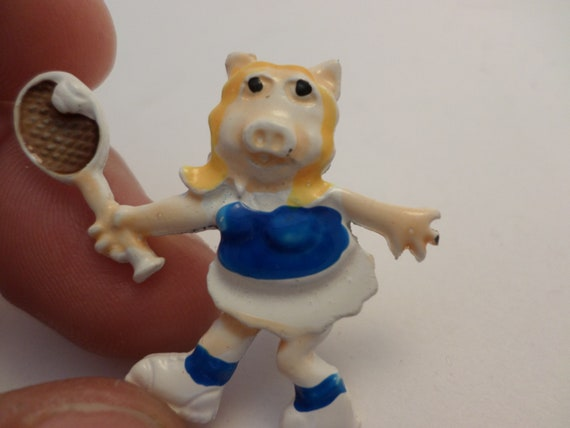 Vintage 70's Miss Piggy tennis pin muppets
