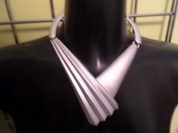 Fabulous! 80's Monet modernist design geometrics brushed silver tone necklace