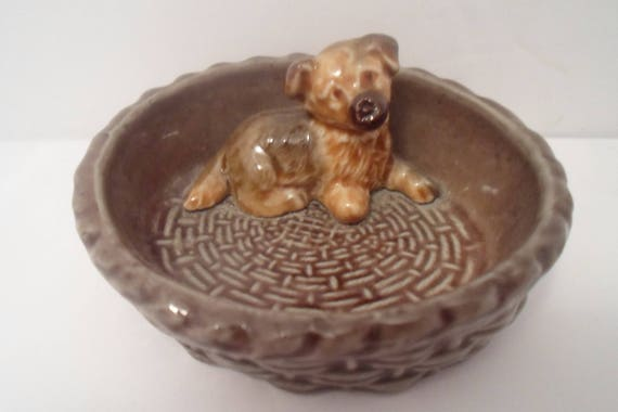 Vintage Wade Pottery England Dog Puppy in Basket Trinket Tray Collie Mutt Shepherd