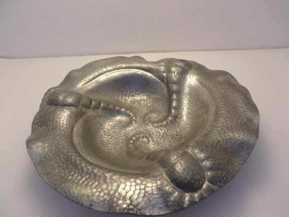 Fabulous! vintage metal hammered sea urchin abstract bowl MUST SEE! octopus design