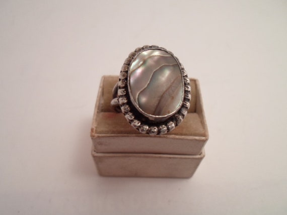 Art Deco Era Zuni Indian Abalone Sterling Silver Ring Road Side Stand 1940's large Abalone Enhances Light Well Hand Made