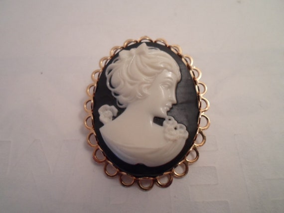 Vintage Art Deco Faux Profile Cameo Brooch Pin Detailed Hair Ribbon and Flowers Very Good Condition Great black and white colors Great Gift