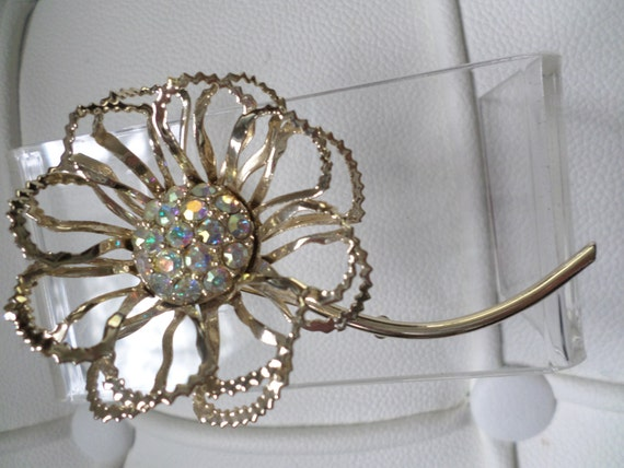 Vintage 80's Brooch light, airy chain shaped flower with center of borealis rhinestones marked Sarah on the back