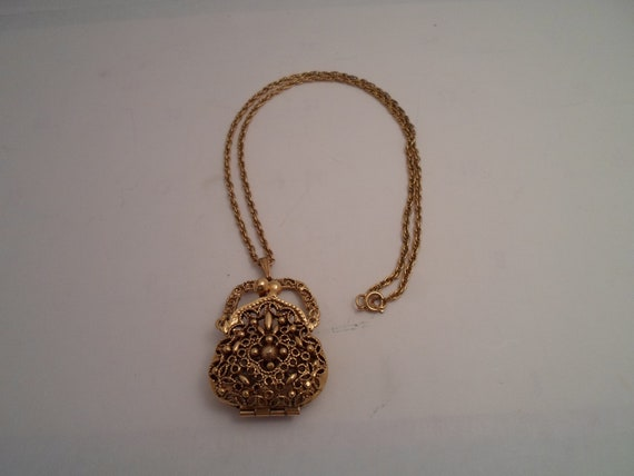 "vintage Purse Pendant Necklace Pierced Gold Filigree Metal 24"" rope Chain Adorable in Great Condition Opens and closes allows storage"