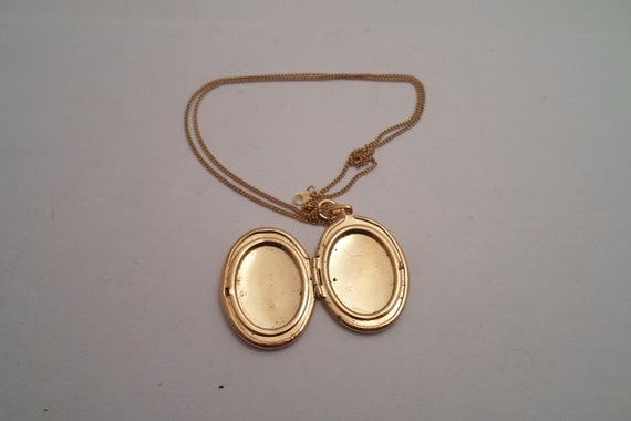 Vintage Gold Tone Oval Picture Locket and Chain Note Secure Picture Frame inside Initial on One Side Victorian Styling Chic Design