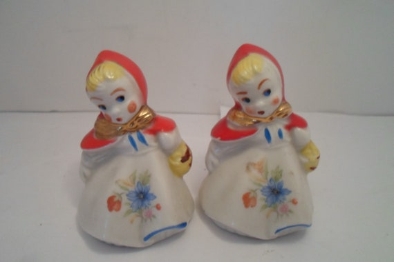 """Antique Vintage Original Hull Little Red Riding Hood 3.50"""" Salt and Pepper Shakers Unusual Blue Flower on Front Farm House chic Cottage"""