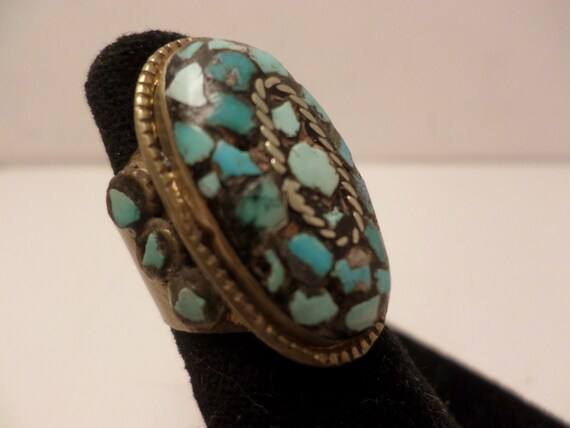 Vintage 70's ethnic turquoise chips set in brass ring Size 6 India