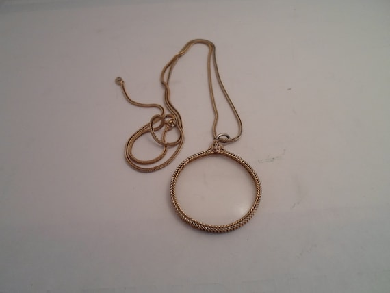 Vintage Gold tone  Magnifying Glass Jewelry on Snake Chain Necklace handy and Chic for the Professional or Collector Good power