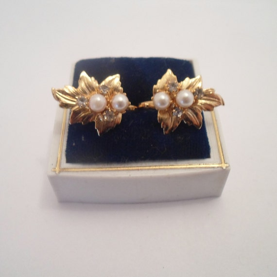 Vintage French Clip On Gold Foil Pearl Earrings Adorable Perfect 1970's Quality Dainty Delicate Well Made Stunning finish