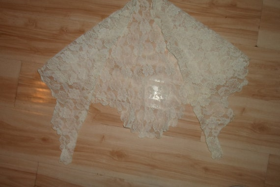 Vintage White Lace Triangle Mantilla Chantilly Like Lace Wedding Church