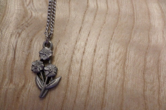 cute little vintage 70's necklace silver flowers 3 pansys daisies small flowers